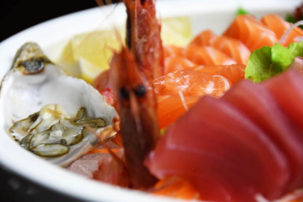 Koya Ristorante giapponese Torino sushi - piatto di pesce misto ostrica